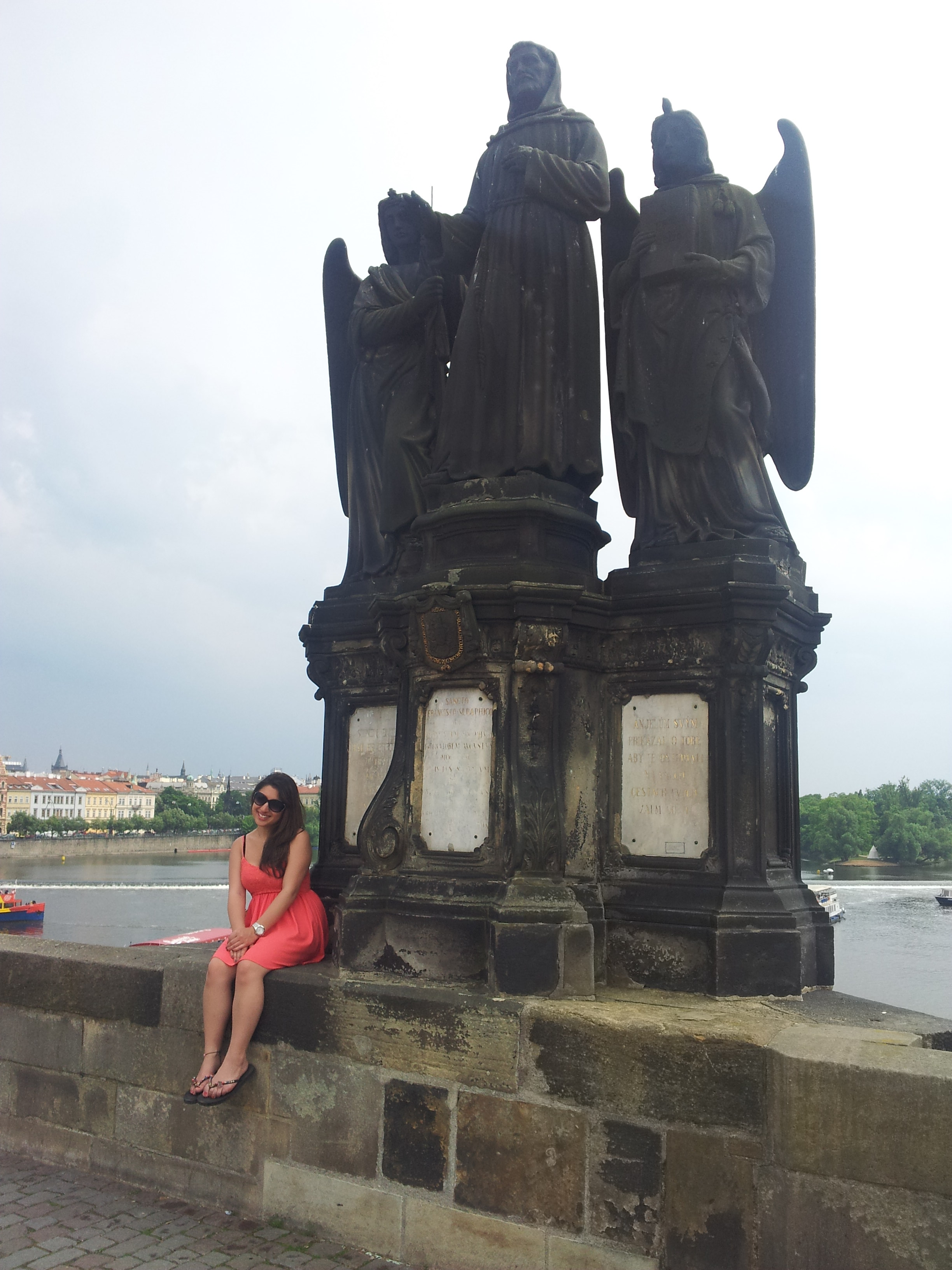 girl-posing-charles-bridge