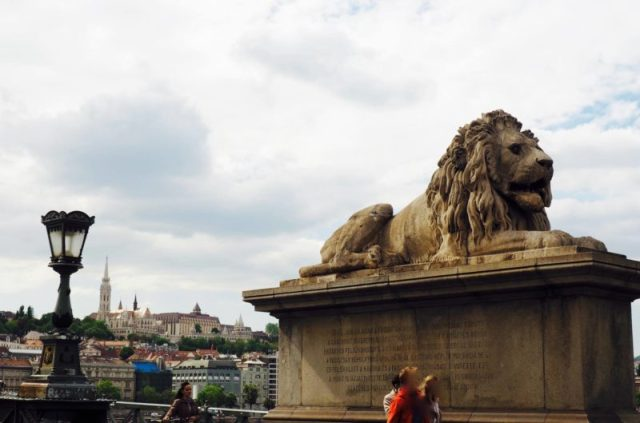 budapest-bridge-statue