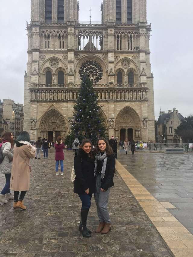 notre-dame-paris-france-sister