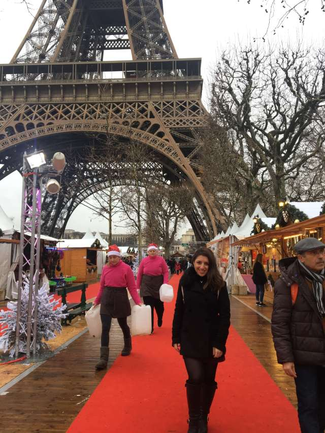 Eiffel-tower-christmas-market